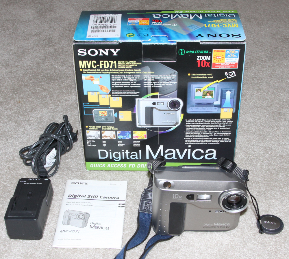 Sony Mavikca MVC-FD71 digital camera kit